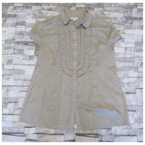 A Pea in the Pod Tan Button Down Shirt with Swirls